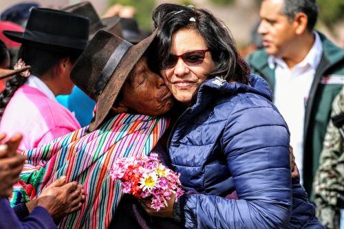 Primera Dama en actividades sociales en Ayacucho