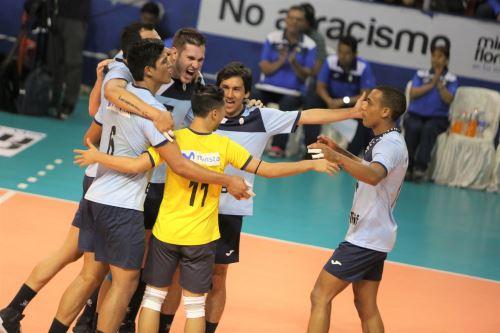 El club Regatas Lima impuso su clase para llevarse la medalla de oro de la LNSV Masculino Mayores.