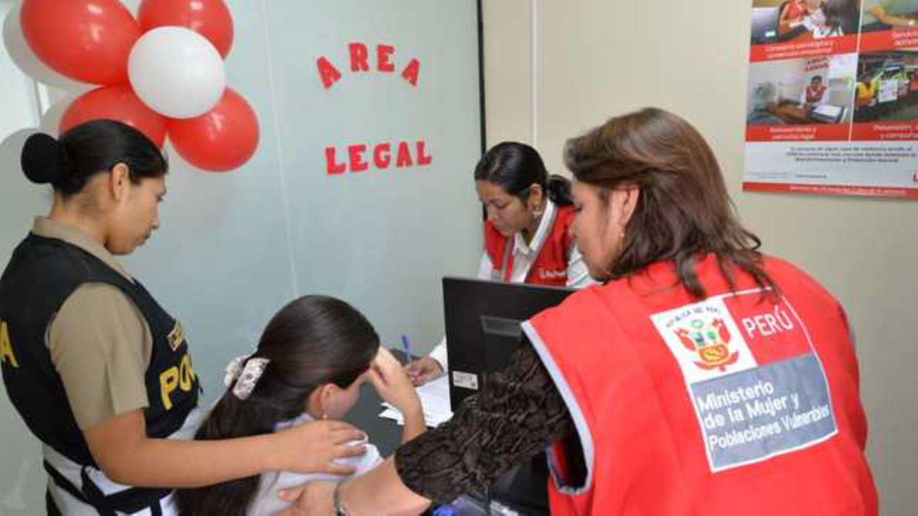 Un equipo del Centro Emergencia Mujer (CEM) comisaría Santa Bárbara, interviene en el caso de un presunto feminicidio en la provincia de San Román, región Puno, informó el Ministerio de la Mujer y Poblaciones Vulnerables (Mimp). ANDINA
