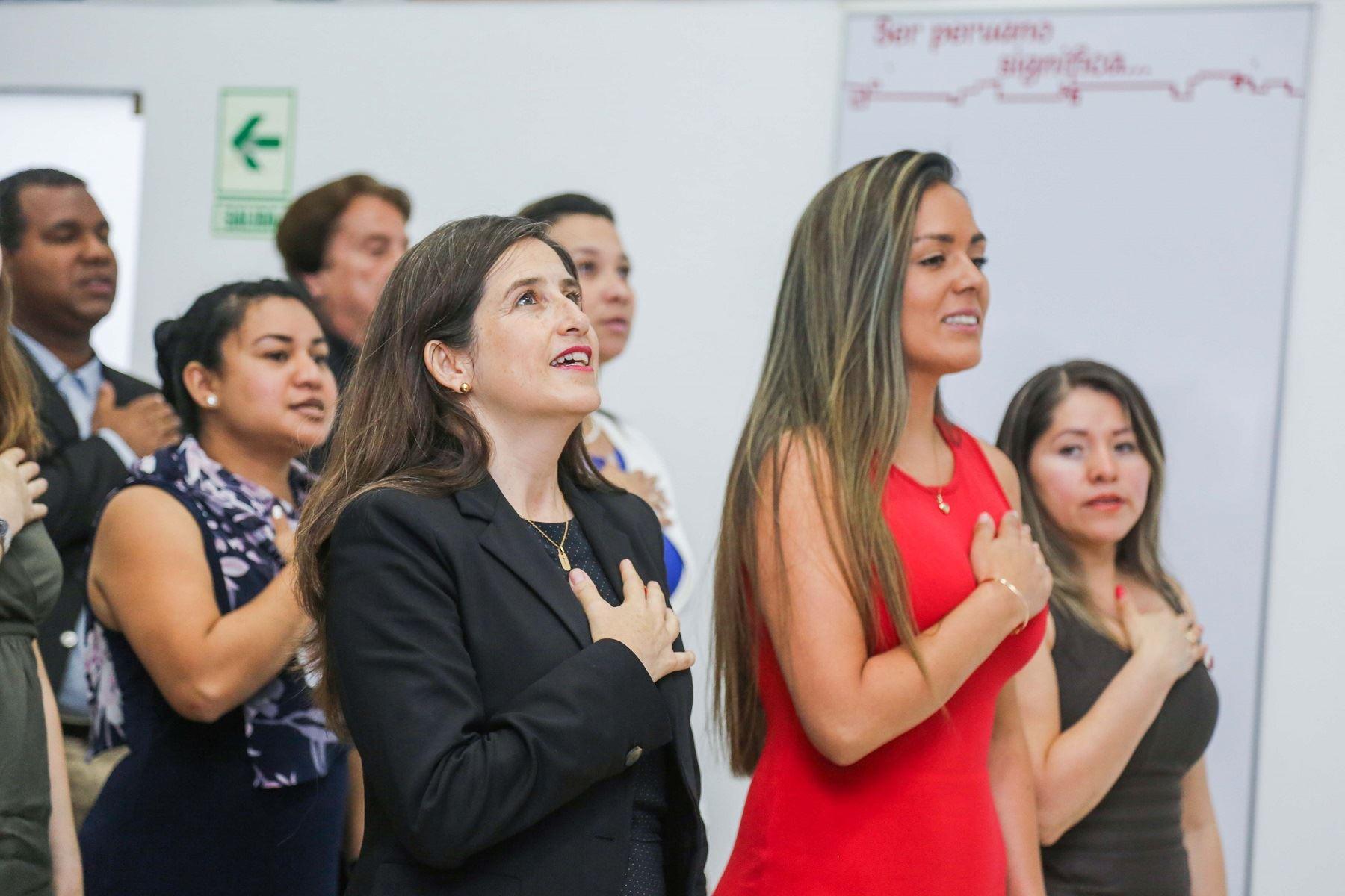 Nacionalizados peruanos Foto: Migraciones