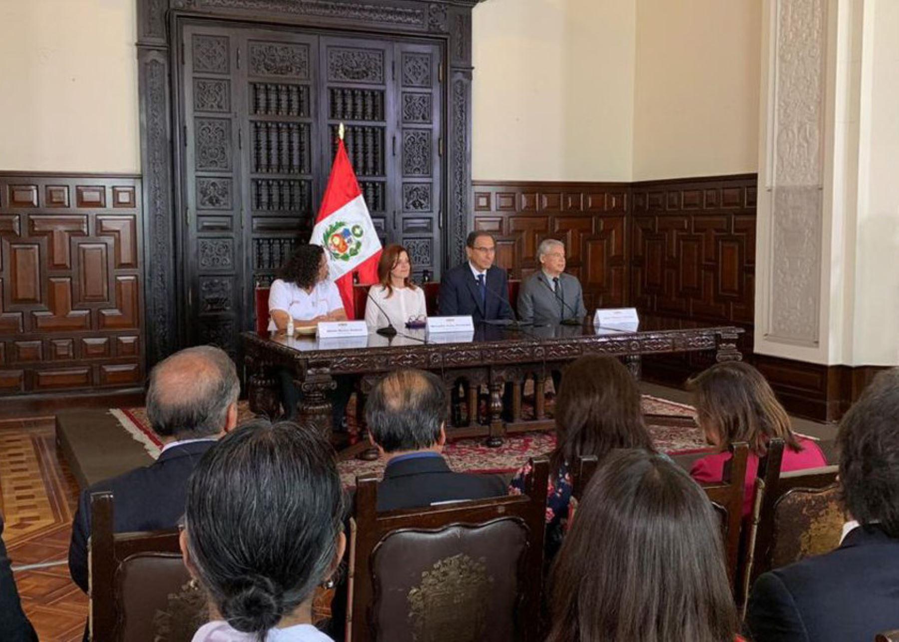 Presidente Martín Vizcarra promulgó ley que regula plástico de un solo uso.