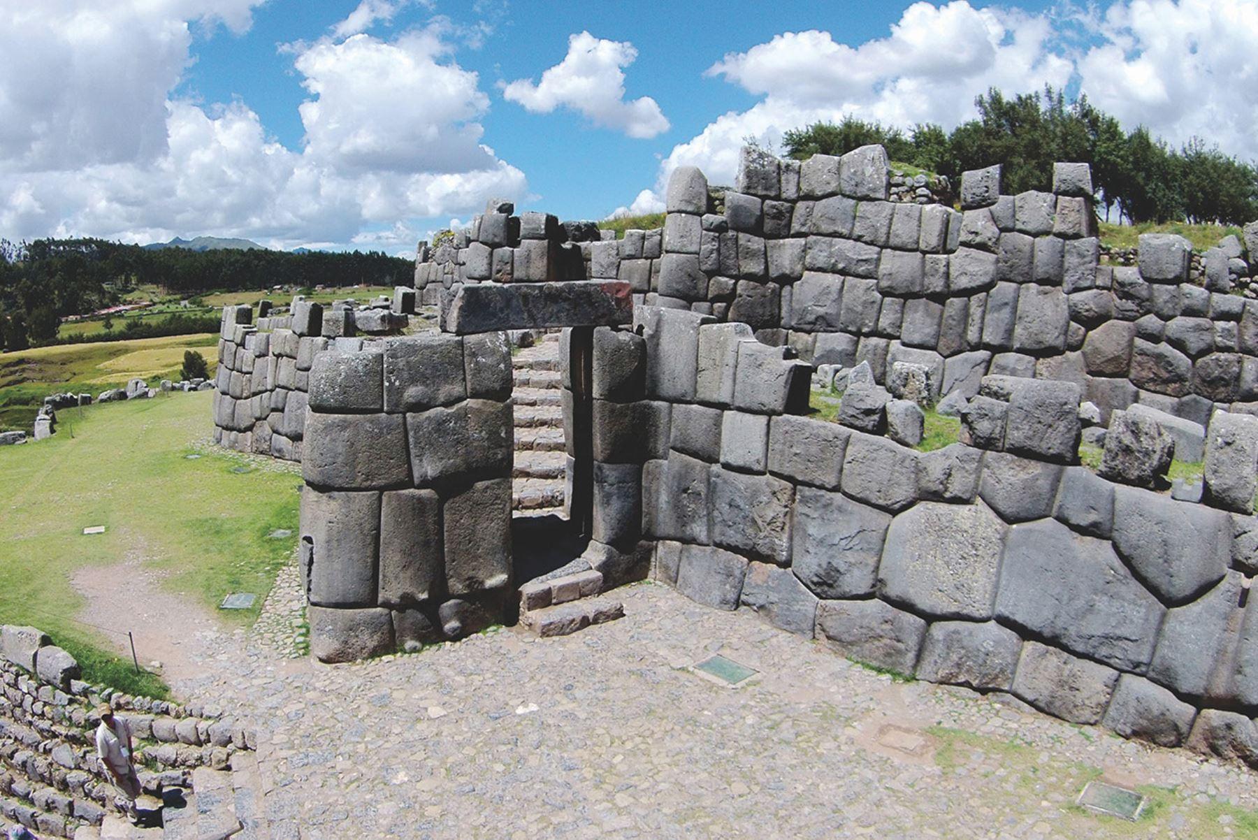 Sacsayhuamán es uno de los atractivos arqueológicos alternos a Machu Picchu más visitados de Cusco. ANDINA/Percy Hurtado Santillán