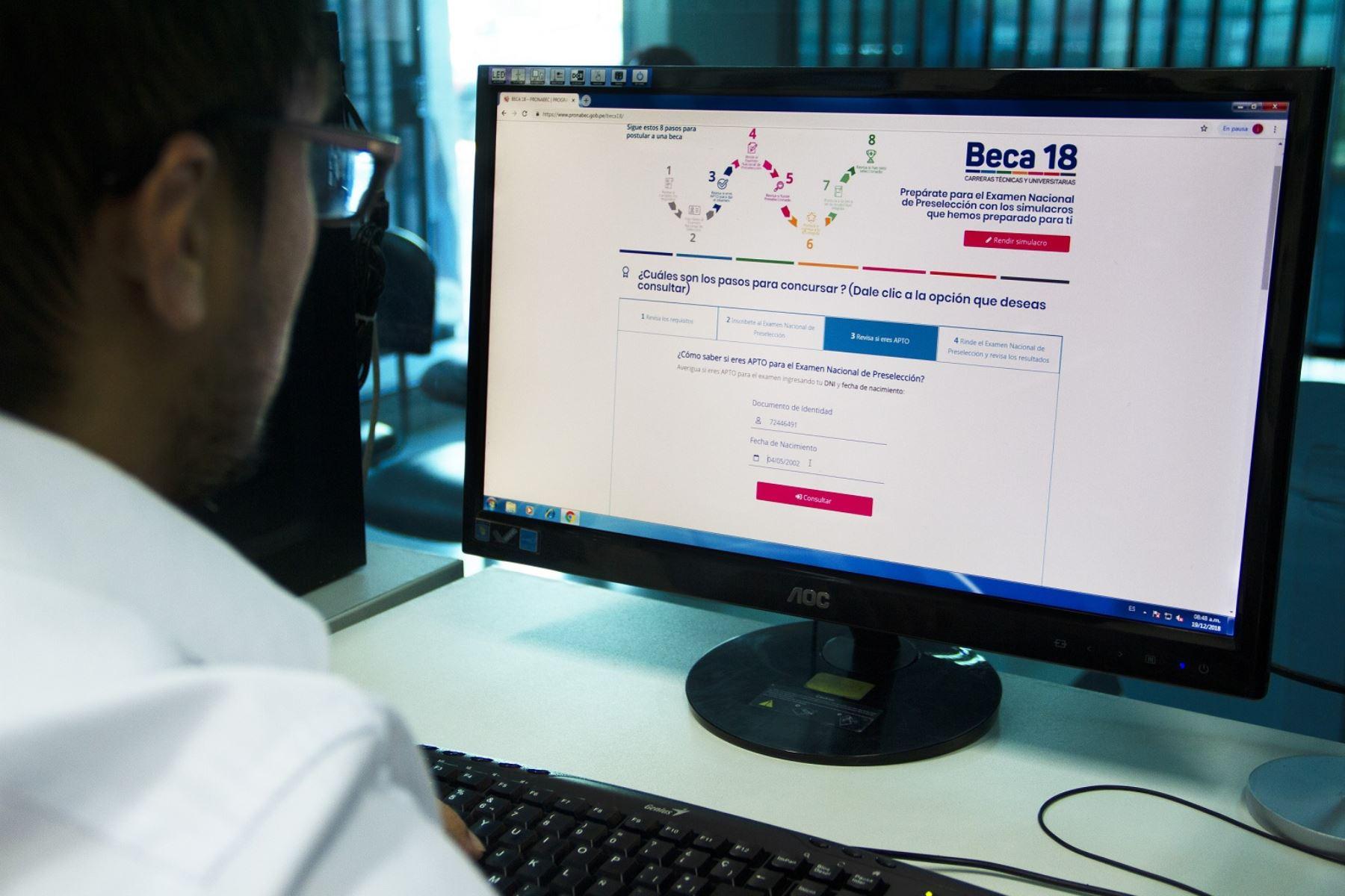 Los inscritos aptos también encontrarán en la página web la fecha, hora y lugar donde rendirán el Examen Nacional de Preselección.. Foto: Difusión