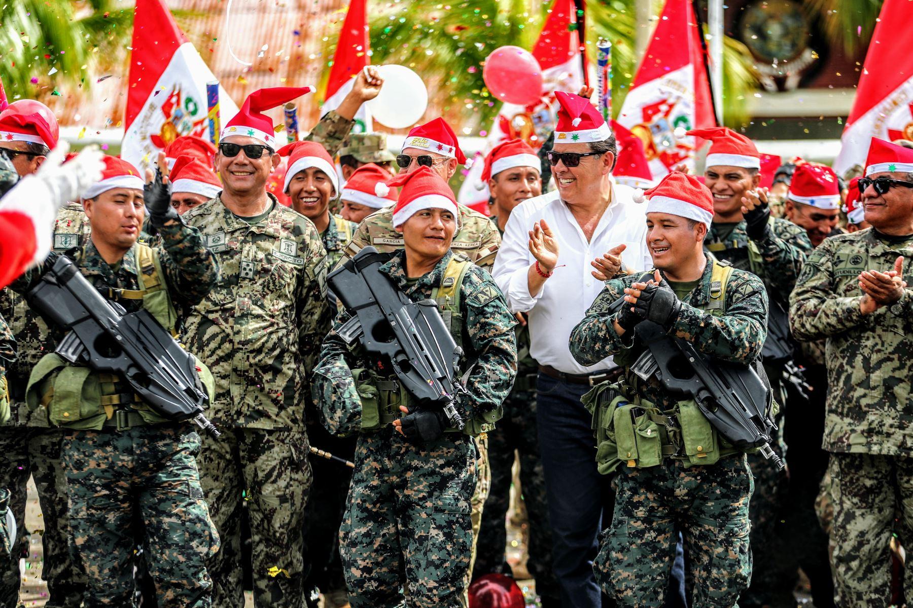 Visita a la base de Pichari por fiestas navideñas por parte del ministro de Defensa José Huertas. Foto: ANDINA/Luis Iparraguirre