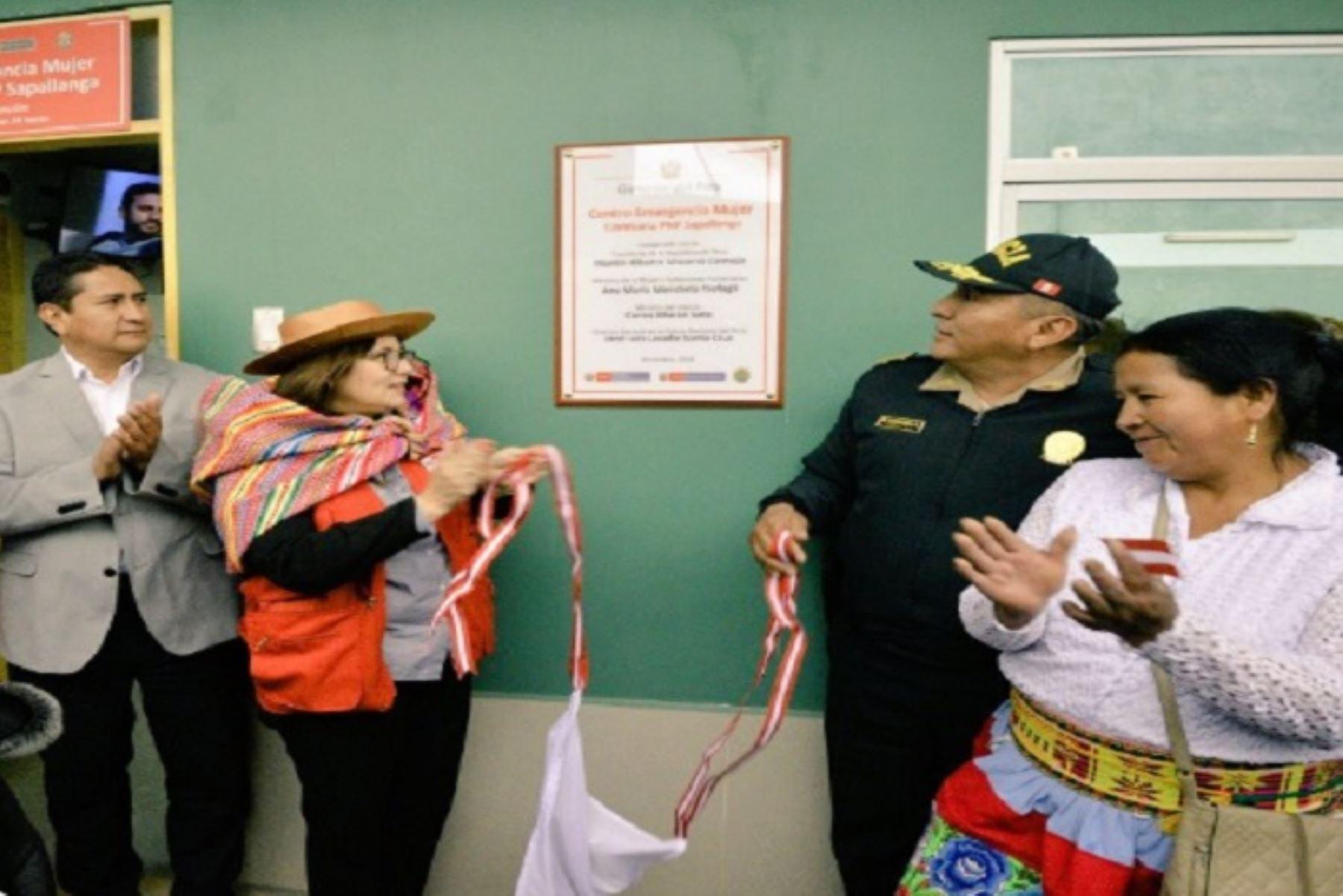 En la Comisaría Sapallanga, ubicada en la provincia de Huancayo, región Junín, el Ministerio de la Mujer y Poblaciones Vulnerables (MIMP) inauguró esta tarde el Centro Emergencia Mujer (CEM) que atenderá a las víctimas de la violencia de género y familiar las 24 horas, durante los siete días de la semana.