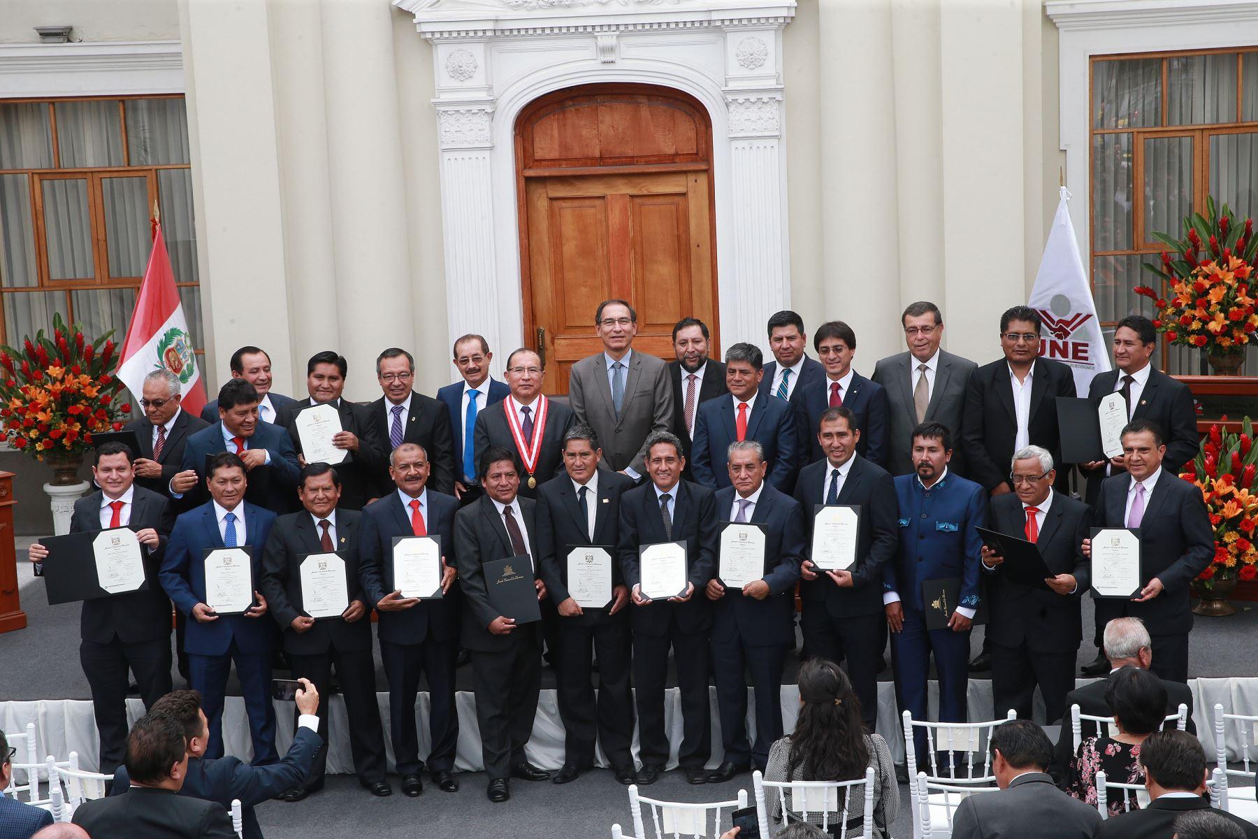 Las 25 regiones del país cuentan desde hoy con nuevos gobernadores regionales, quienes fueron elegidos para el período 2019-2022. ANDINA/Norman Córdova