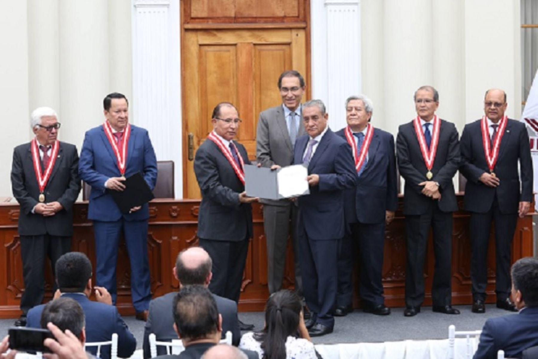 Nuevo gobernado regional de Amazonas, Oscar Altamirano Quispe
