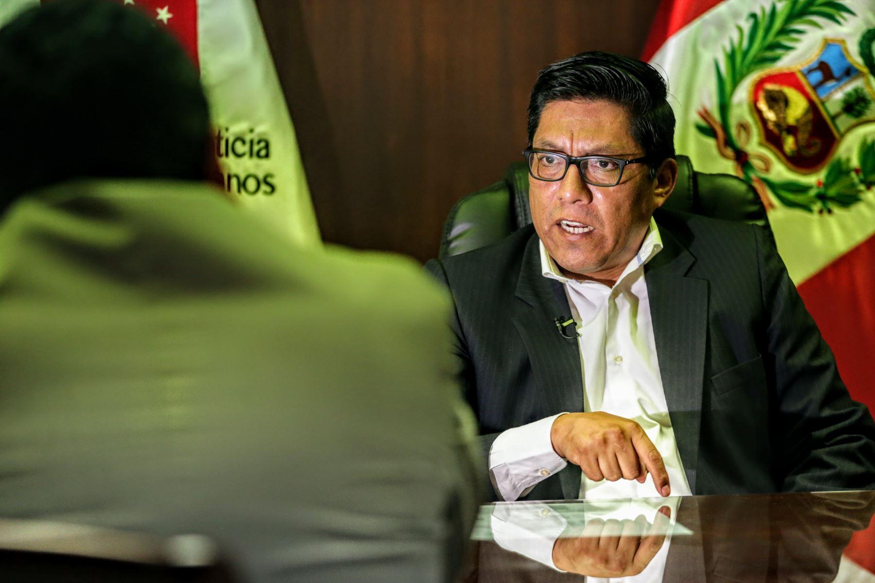 Popularidad de Martín Vizcarra cae por tercera vez consecutiva — En descenso