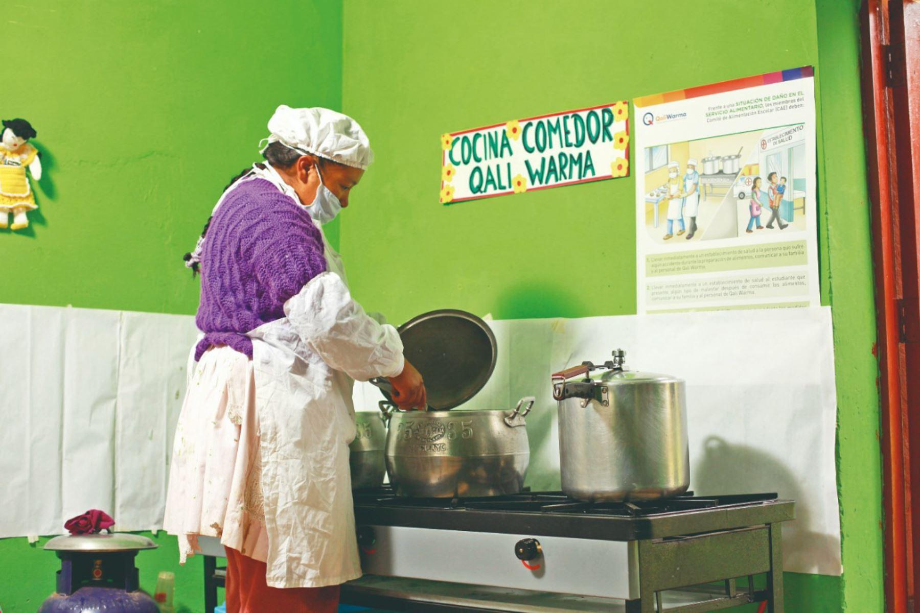 Midis adquirirá 369 cocinas semiindustriales a gas para equipar 282 instituciones educativas con Jornada Escolar Completa.