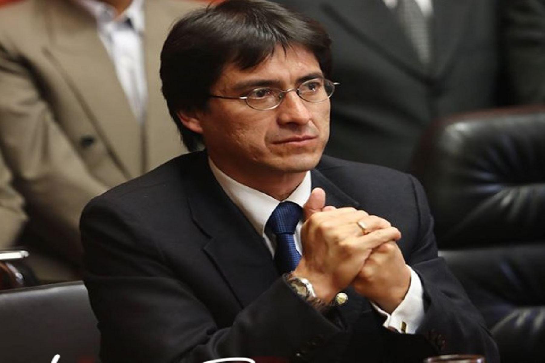 El gobernador regional del Cusco, Paul Benavente, expresó su rechazo a la decisión de remover a los fiscales Rafael Vela y José Domingo Pérez, del Equipo Especial Lava Jato, y dijo que esta situación puede generar una crisis política y social en el país.