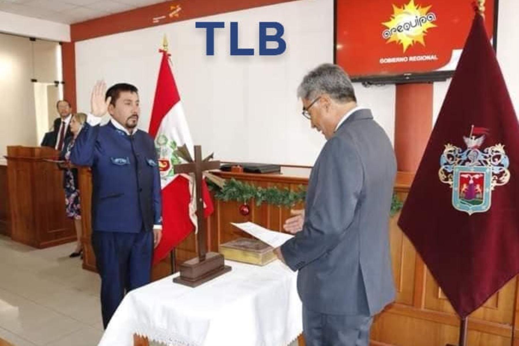 Elmer Cáceres Llica juró hoy como gobernador regional Arequipa para el periodo 2019-2022, en una sencilla ceremonia que se llevó a cabo en el auditorio de la sede del gobierno regional.