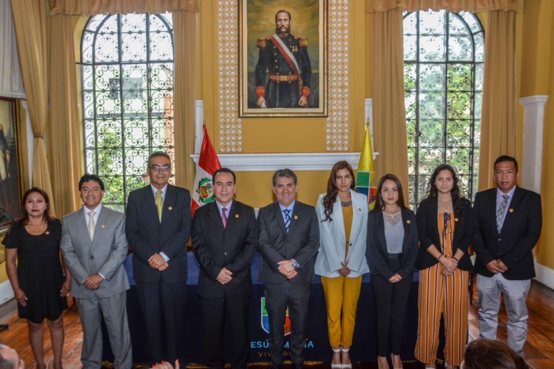 Alcalde Jorge Quintana García Godos asumió funciones en ceremonia desarrollada en palacio municipal. Foto: Cortesía
