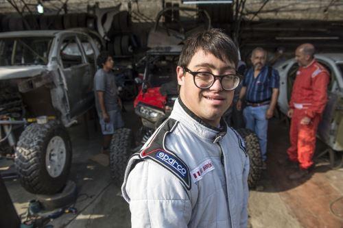 03/01/2019   Copiloto Lucas Barron, de 25 años, primer participante con sindrome down que participará en Rally Dakar. Foto: AFP