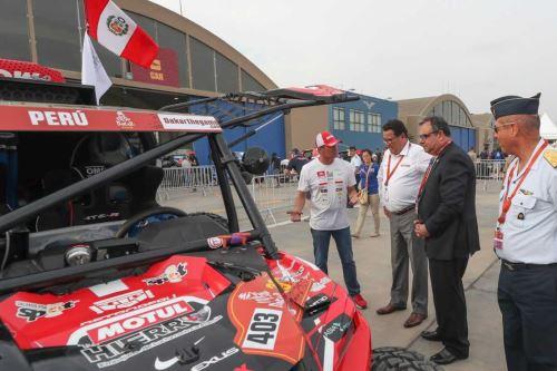 El ministro de Defensa, José Huerta, saludó y deseó éxito al equipo peruano que participará en el rally Dakar 2019.