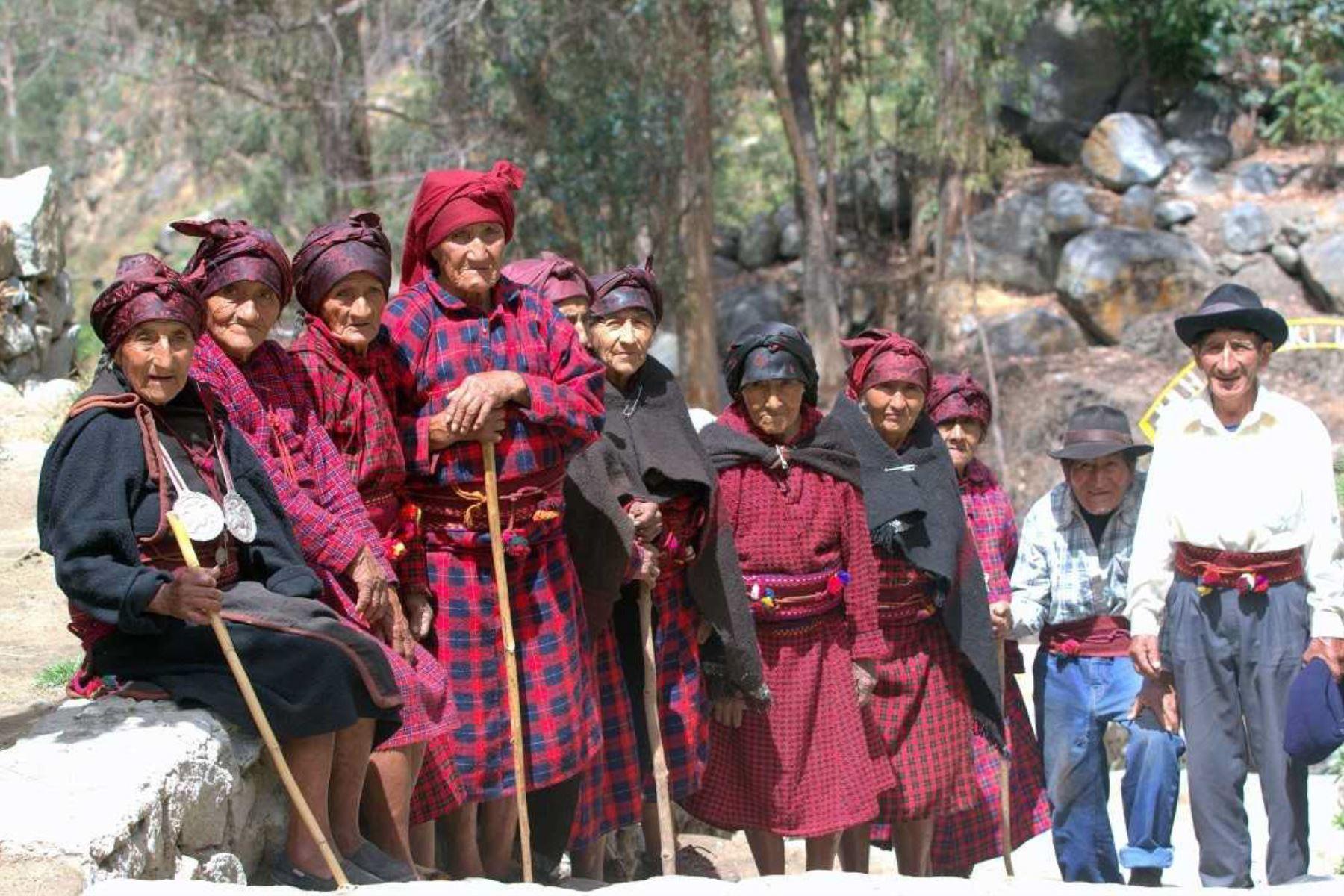 Guardianes de lenguas originarias de Pensión 65 enseñan a niños jaqaru, cauqui y kukama