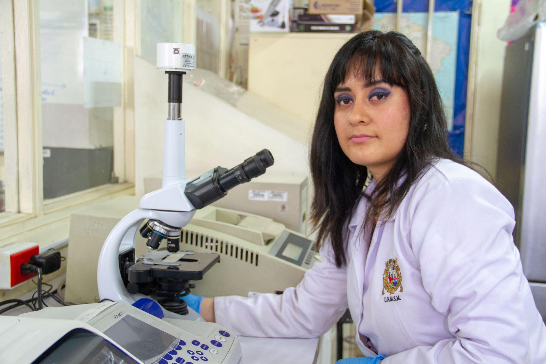 Carol Flores Fernández, ingeniera bioquímica estudiará doctorado en Reino Unido. Foto: ANDINA/Difusión.