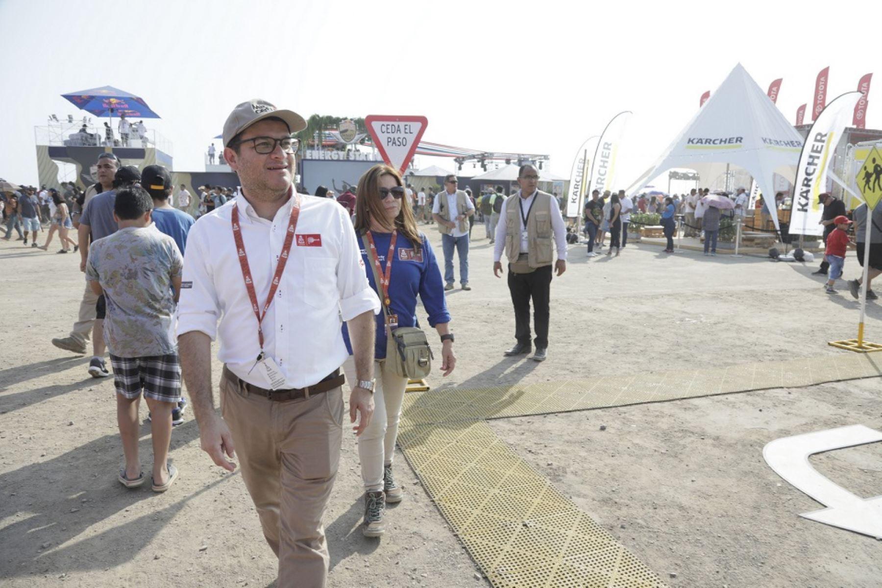 Ministro de Comercio Exterior y Turismo, Edgar Vásquez en el campamento Dakar en Lima. Foto: Cortesía.