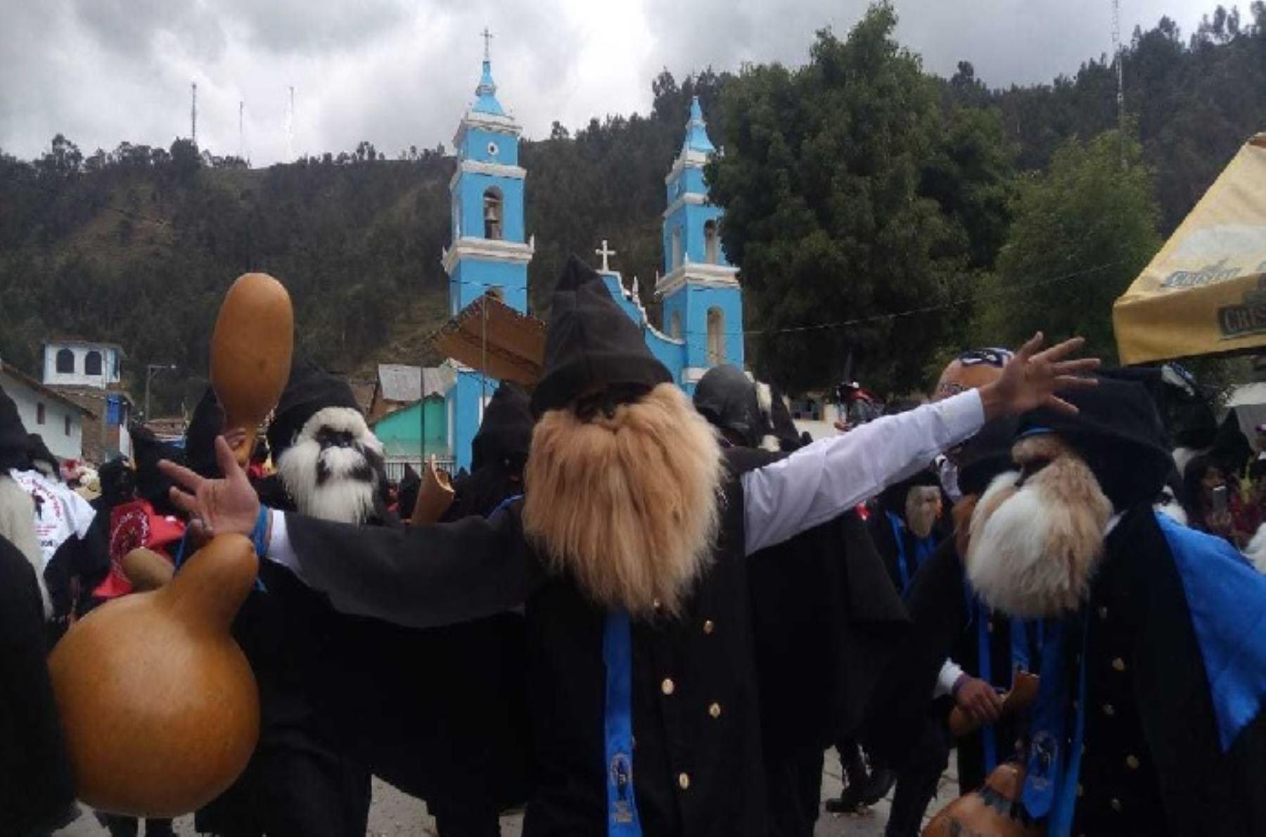 En medio de desbordante alegría, autoridades y pobladores del distrito de Ingenio, provincia de Huancayo, región Junín, recibieron en forma oficial la resolución viceministerial que declara como Patrimonio Cultural de la Nación a la danza de Los Negritos de Ingenio.