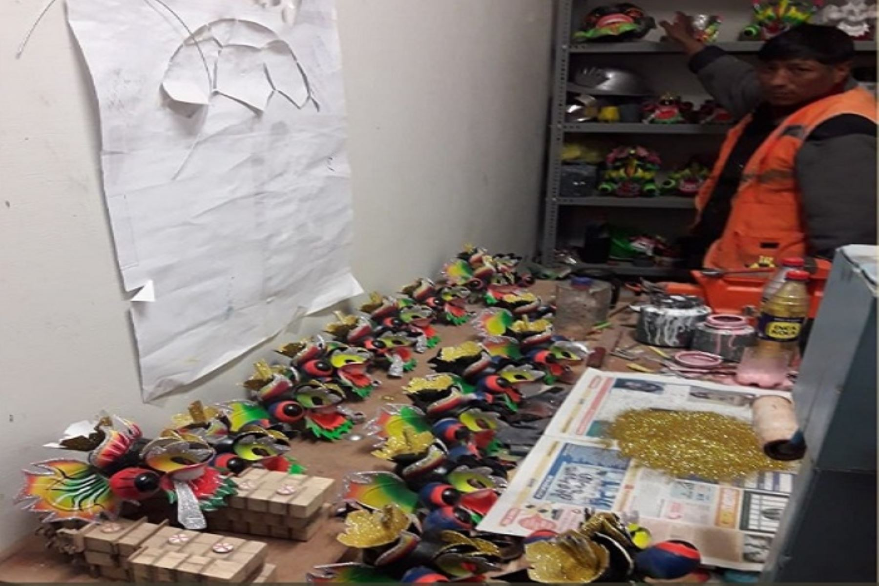 Aprovechando los primeros días del 2019, los más de 200 internos del Establecimiento Penitenciario Puno que participan de los talleres productivos, mostraron las máscaras solicitadas por el público a pocos días de realizarse las celebraciones por la fiesta de la Candelaria.ANDINA/Difusión
