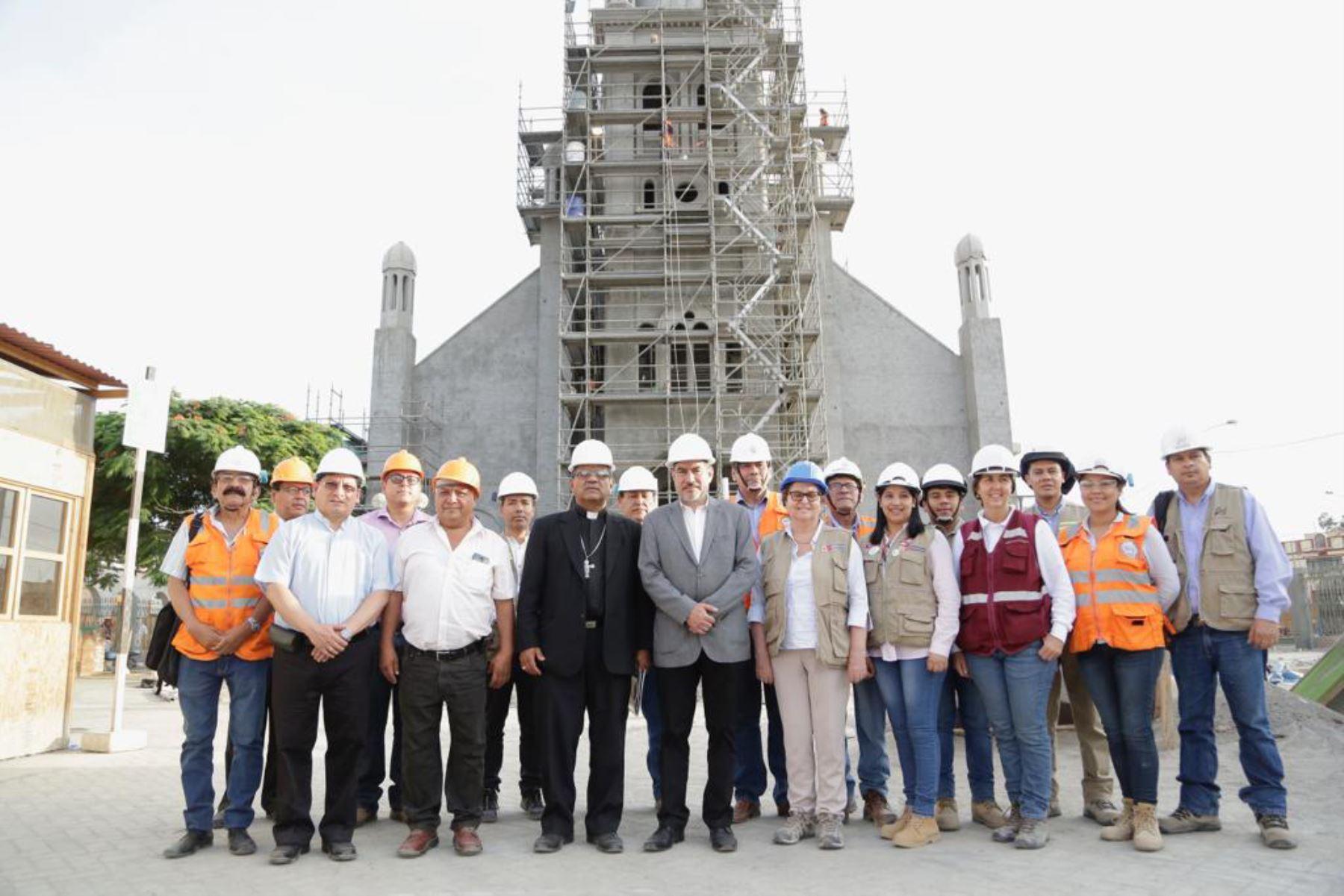 El ministro de Cultura, Rogers Valencia, supervisó la reconstrucción del Templo del Señor de Luren, cuya infraestructura resultó seriamente dañada por el terremoto de agosto de 2007, en la región Ica.Foto: ANDINA/ MinCulturape