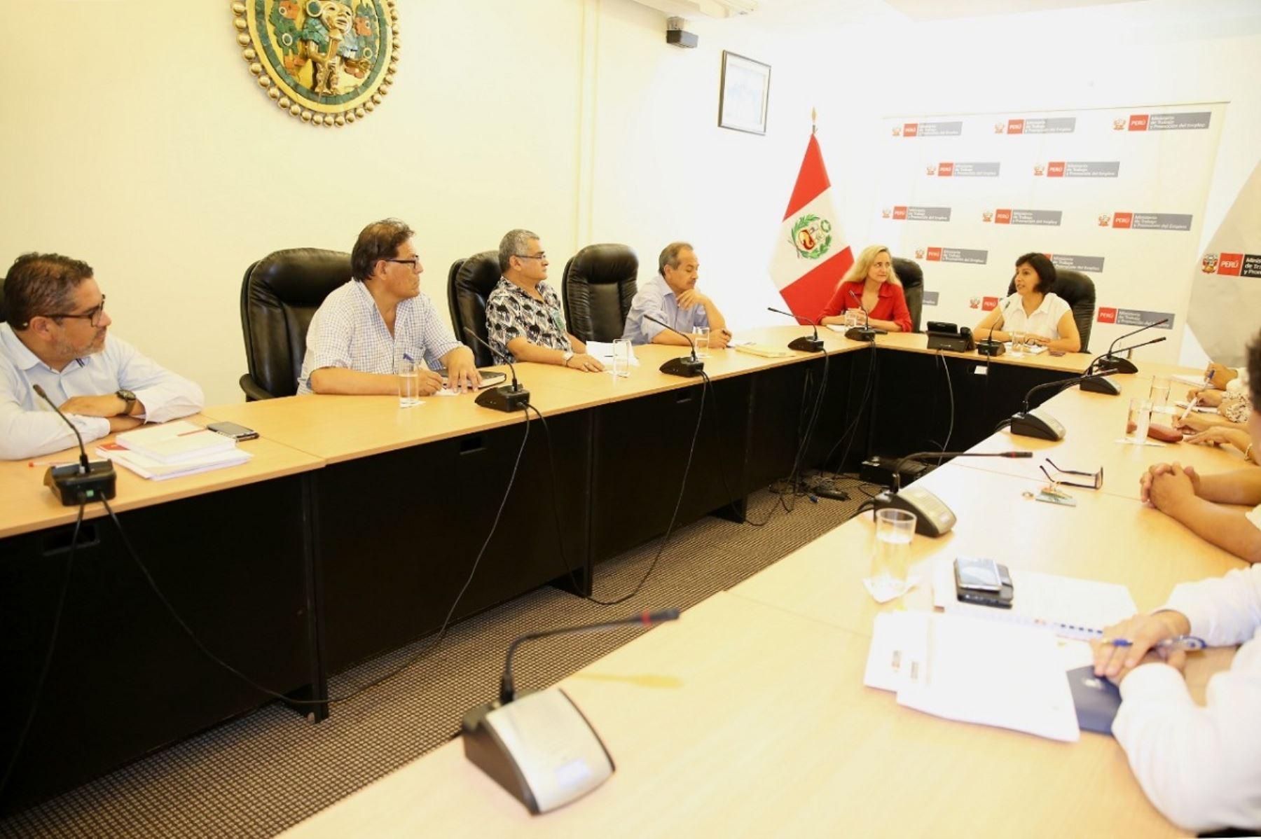 Primera reunión de la ministra de Trabajo, Sylvia Cáceres con dirigentes de la CUT. Foto: Cortesía.