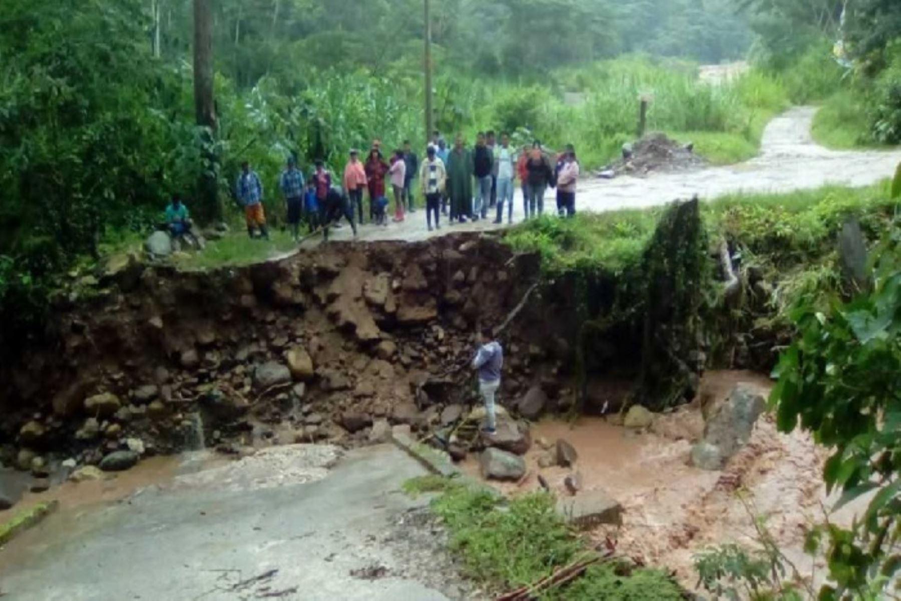 Pasco: colapso de puente deja incomunicados a pobladores de Entre Ríos