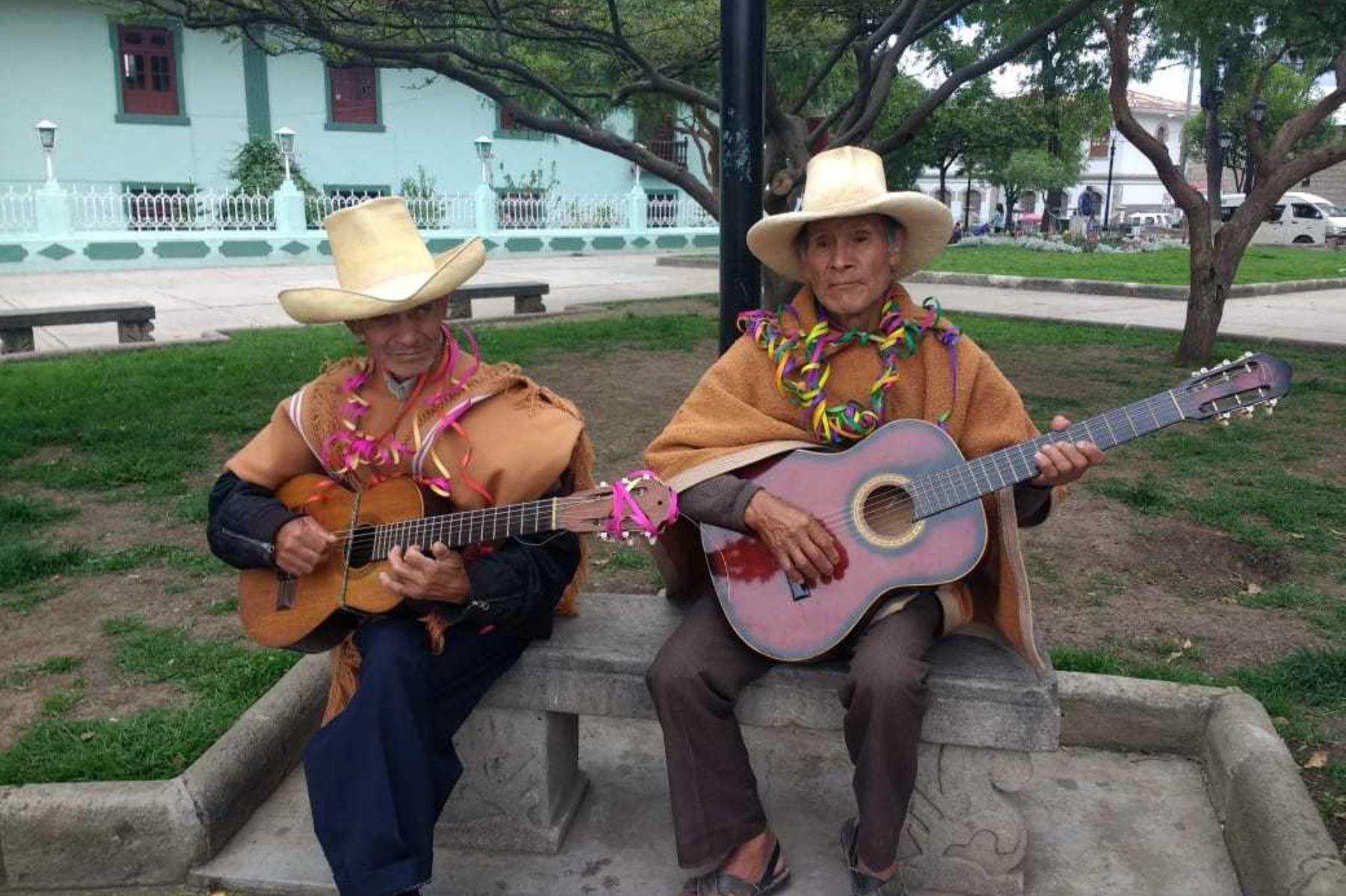 Usuarios de Pensión 65 recuperan carnaval de antaño cajamarquino.
