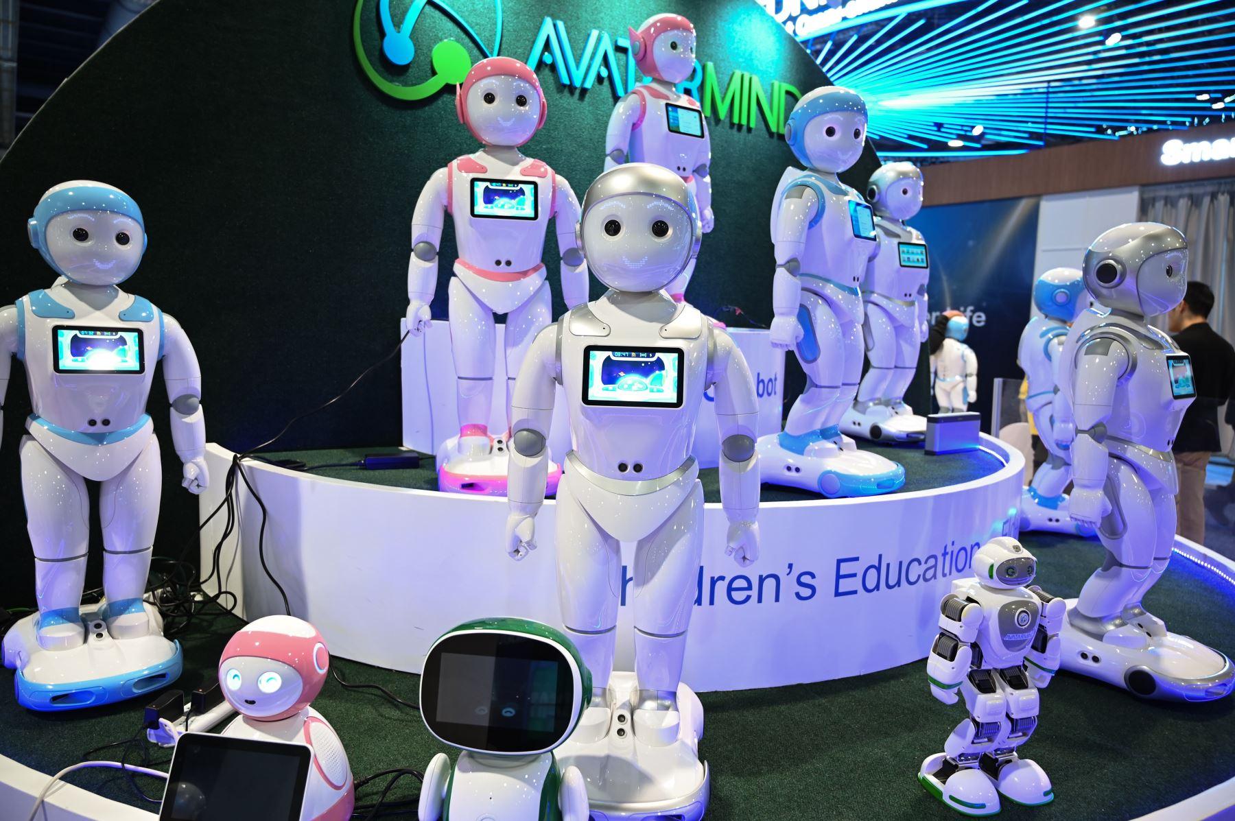 iPal smart AI  robots para la educación de los niños se muestra en el stand de AvatarMind en la feria de electrónica de consumo CES 2019, en el Centro de Convenciones de Las Vegas . AFP