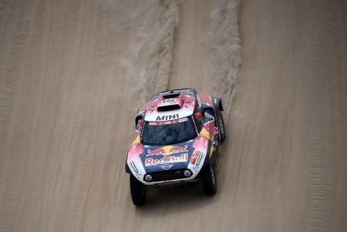Stephane Peterhanse se hizo d e la tercera etapa del Rally Dakar
