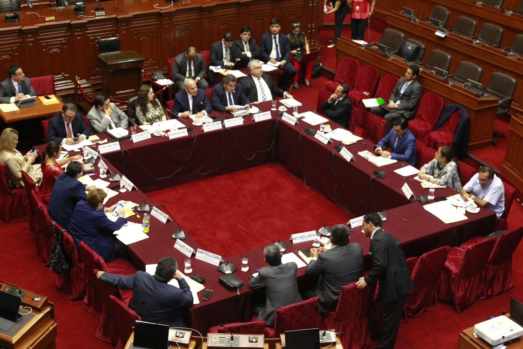 Así votaron los miembros de la Comisión de Constitución la cuestión de confianza