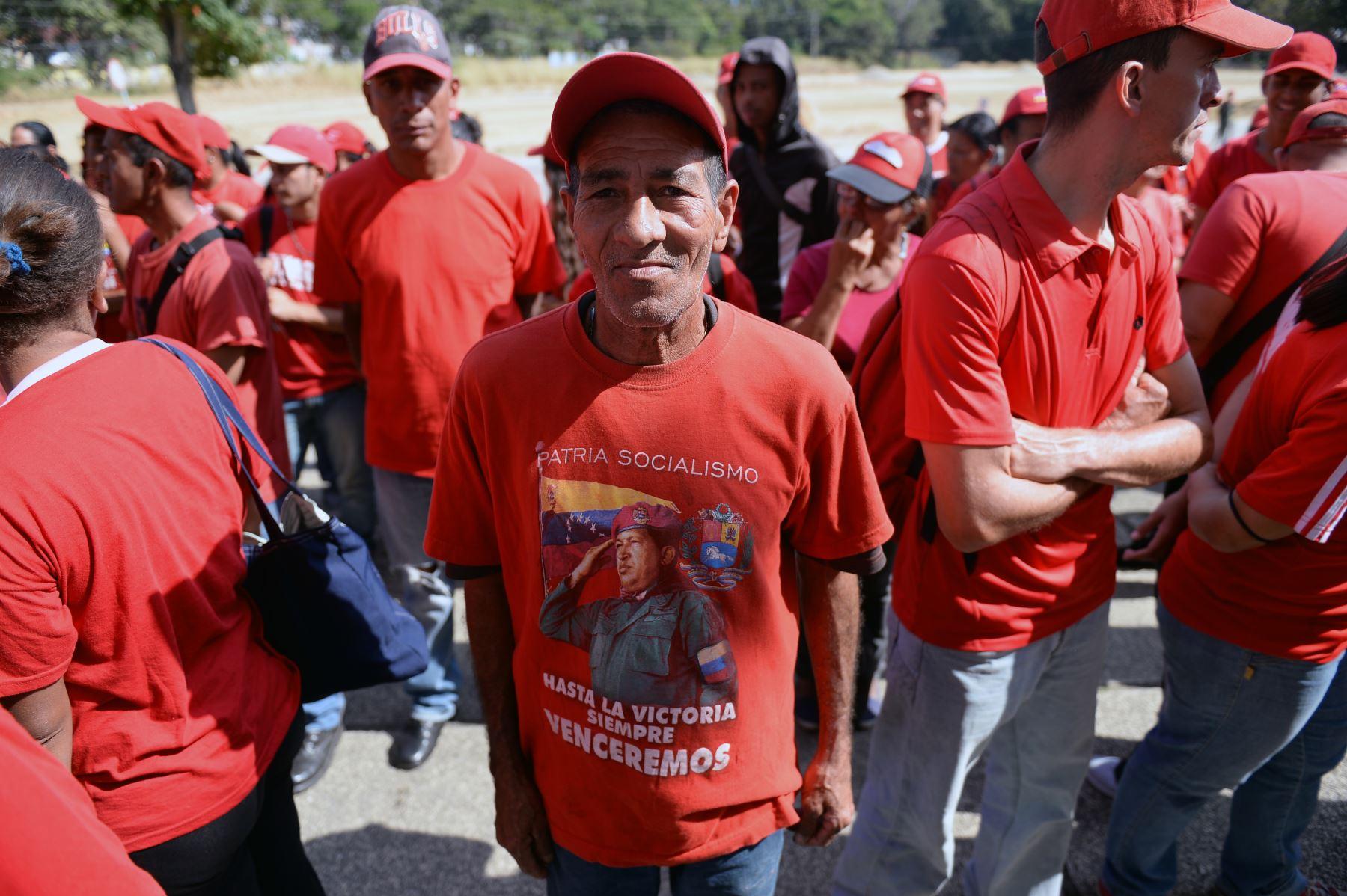 Los partidarios del presidente de Venezuela, Nicolás Maduro, se reúnen para celebrar la ceremonia de inauguración de su segundo mandato, en Caracas. AFP