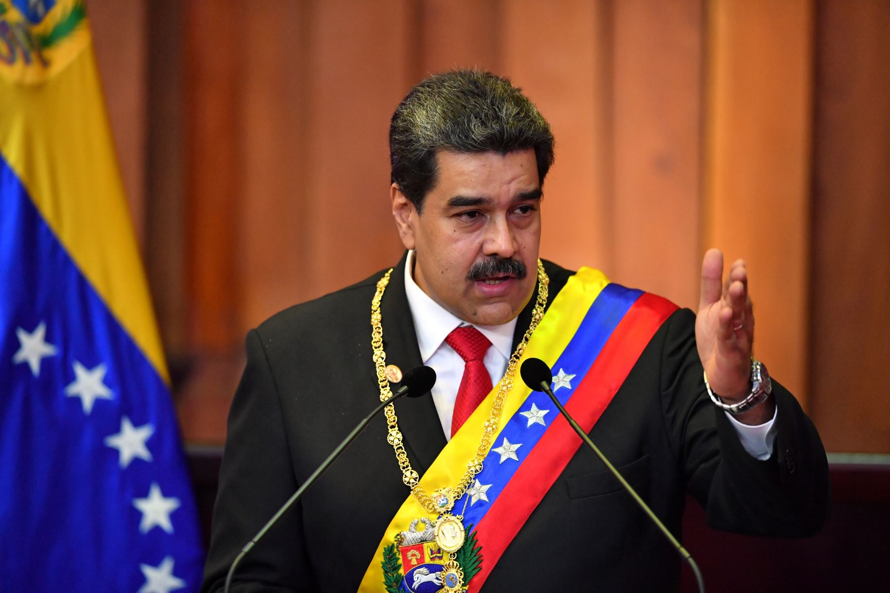 El presidente de Venezuela, Nicolás Maduro, pronuncia un discurso luego de ser juramentado para su segundo mandato, en la Corte Suprema de Justicia (TSJ) en Caracas . AFP