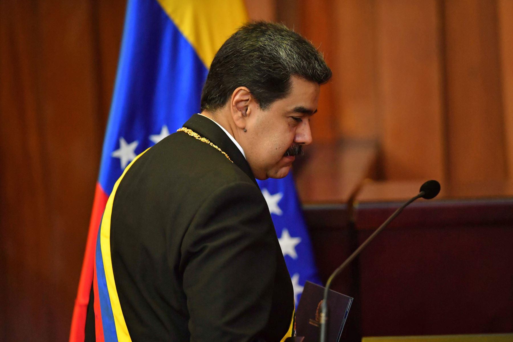 El presidente de Venezuela, Nicolás Maduro, camina hacia el estrado para pronunciar un discurso luego de jurar su segundo mandato en la Corte Suprema de Justicia (TSJ) de Caracas. AFP