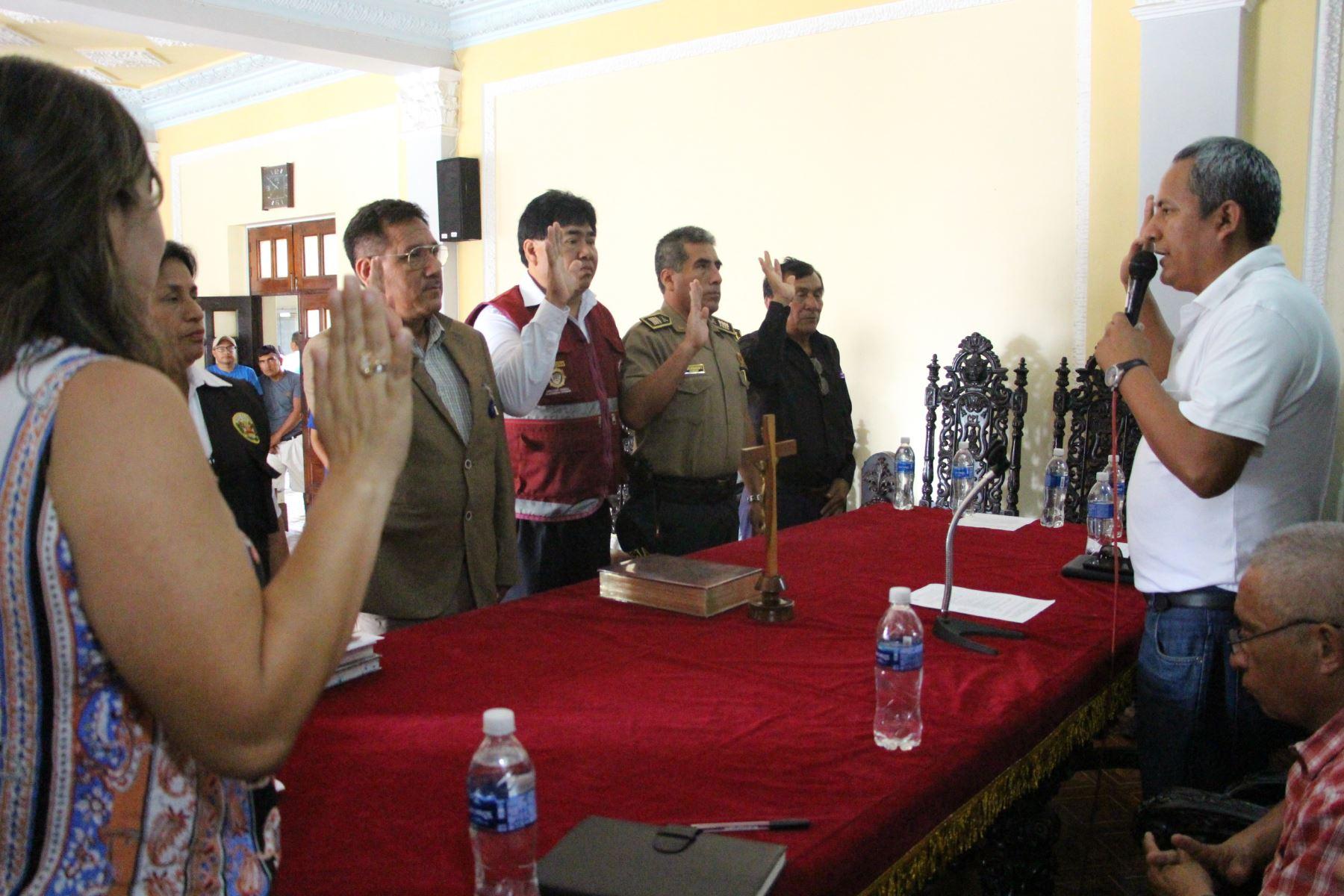 En el salón de actos de la Municipalidad Provincial de Lambayeque se efectuó la ceremonia de juramentación de los comités provincial y distrital de Seguridad Ciudadana.