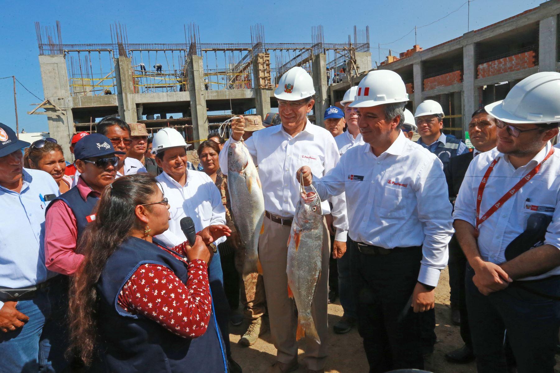 Jefe de Estado inspecciona obras de mejoramiento del Desembarcadero Pesquero Artesanal de Ilo. Foto: ANDINA/Prensa Presidencia