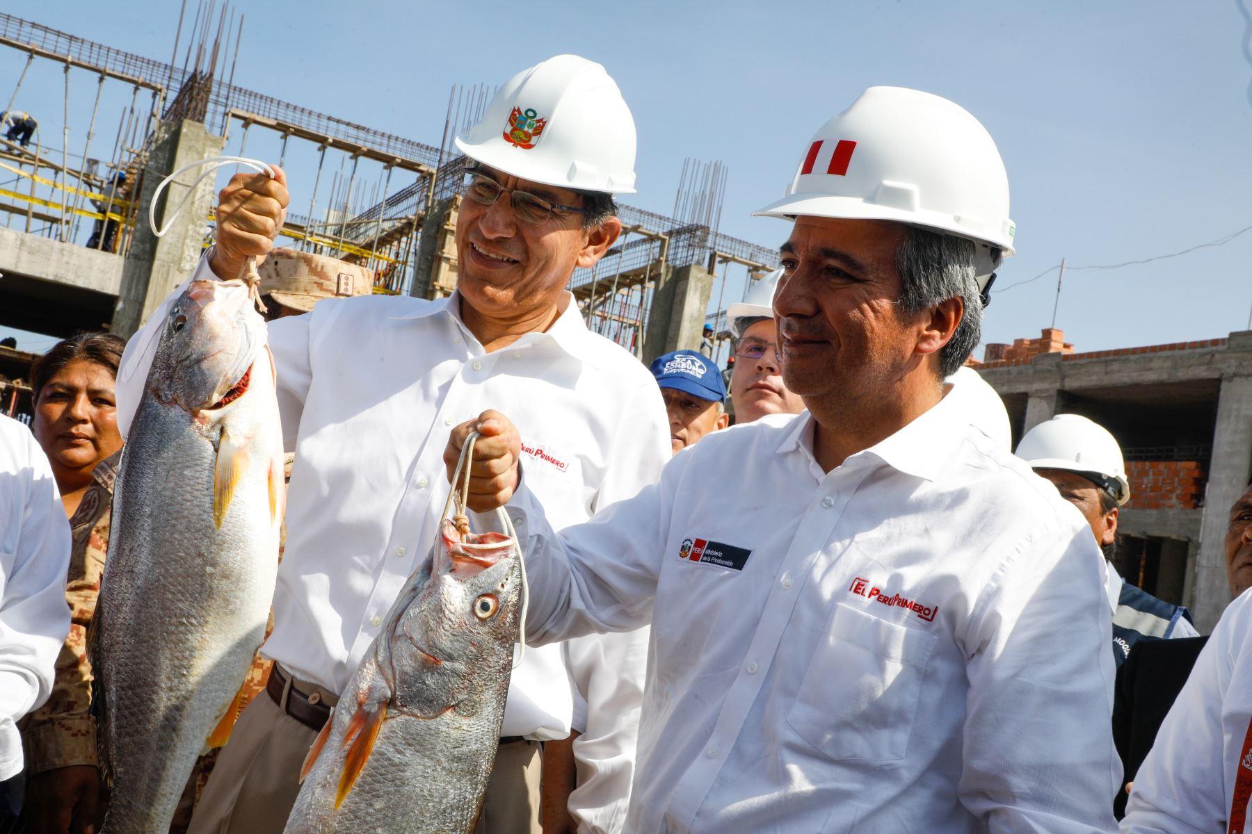 Presidente Martín Vizcarra y ministro Raúl Pérez-Reyes en Ilo.