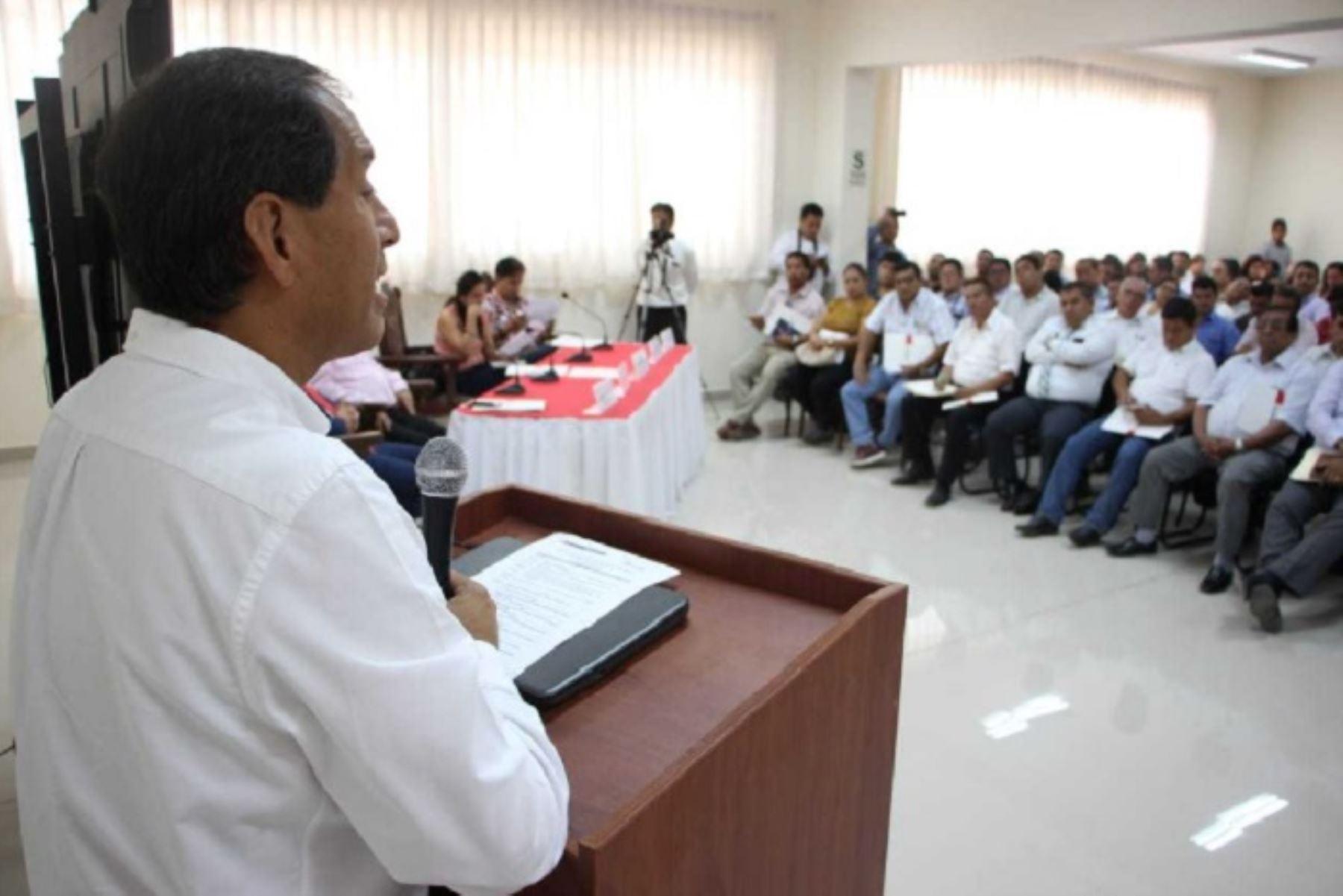 El director de la Autoridad para la Reconstrucción con Cambios (ARCC), Edgar Quispe Remón, se reunió en Piura con las autoridades del gobierno regional y los alcaldes provinciales y distritales para definir el plan de inversiones en la región para el presente año.