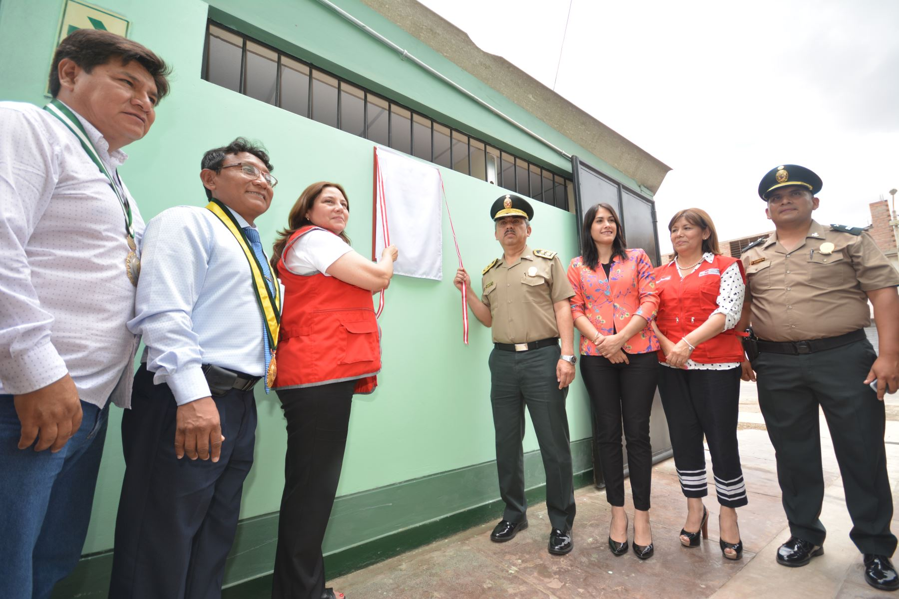 Ministra de la Mujer y Poblaciones Vulnerables, Ana María Mendieta, inauguró Centro de Emergencia Mujer en comisaría de La Tinguiña, en Ica. Foto: Cortesía/Genry Bautista