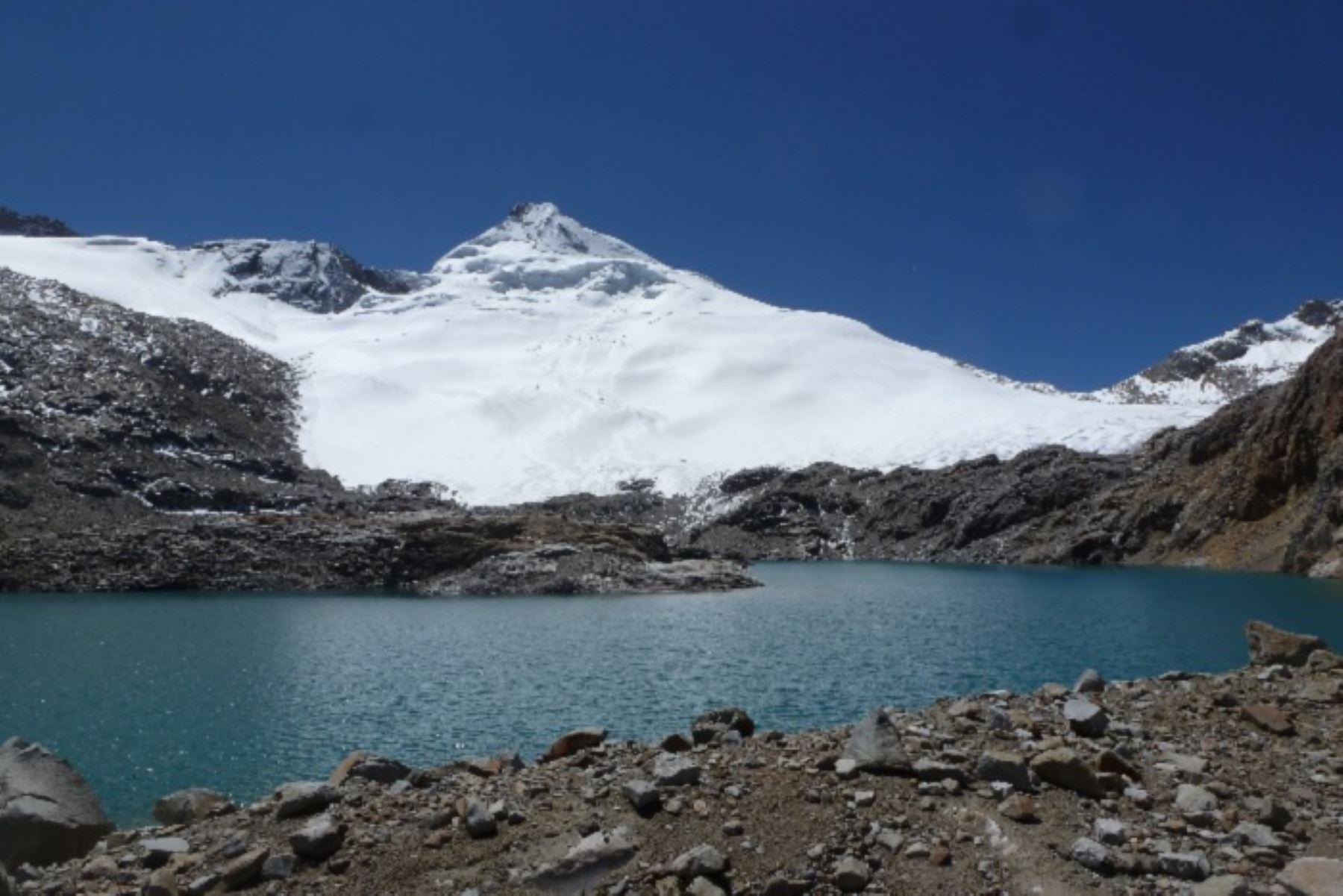 Dos proyectos de investigación enfocados en el retroceso de glaciares y su impacto en la seguridad hídrica y los peligros naturales del Perú serán ejecutados con la participación del Servicio Nacional de Meteorología e Hidrología (Senamhi) y el financiamiento del Fondo Nacional de Desarrollo Científico, Tecnológico y de Innovación Tecnológica (Fondecyt).