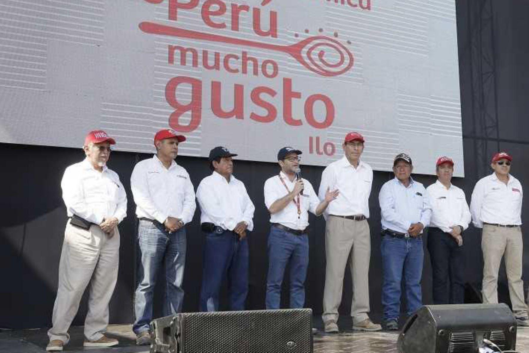 """El ministro de Comercio Exterior y Turismo, Edgar Vásquez, estimó que la feria gastronómica """"Perú, mucho gusto"""", inaugurada hoy en la ciudad de Ilo, región Moquegua, y que va hasta este domingo 13 de enero, espera la visita de 20,000 personas y generará un impacto económico de 3 millones de soles en la región."""