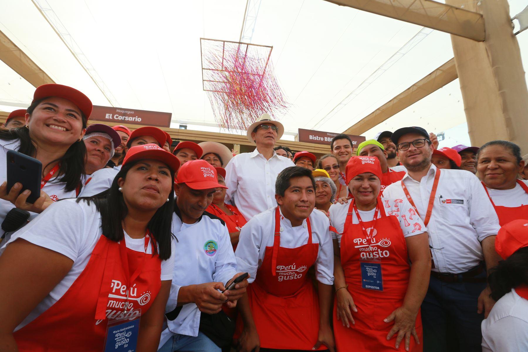 """Jefe de Estado  Martín Vizcarra participò en la Feria """"Perú Mucho Gusto"""" en Ilo. Foto.ANDINA/Prensa Presidencia"""
