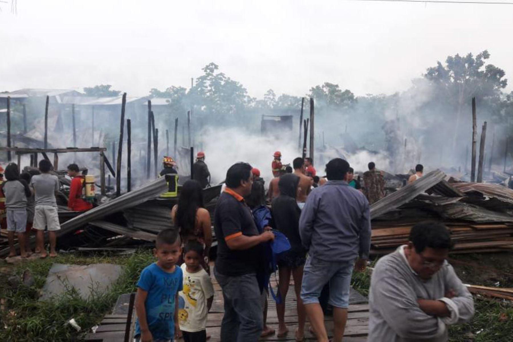 Nueve viviendas fueron completamente destruidas y otra quedó seriamente afectada por un incendio ocurrido esta madrugada en el distrito de San Juan Bautista, provincia de Maynas, región Loreto.