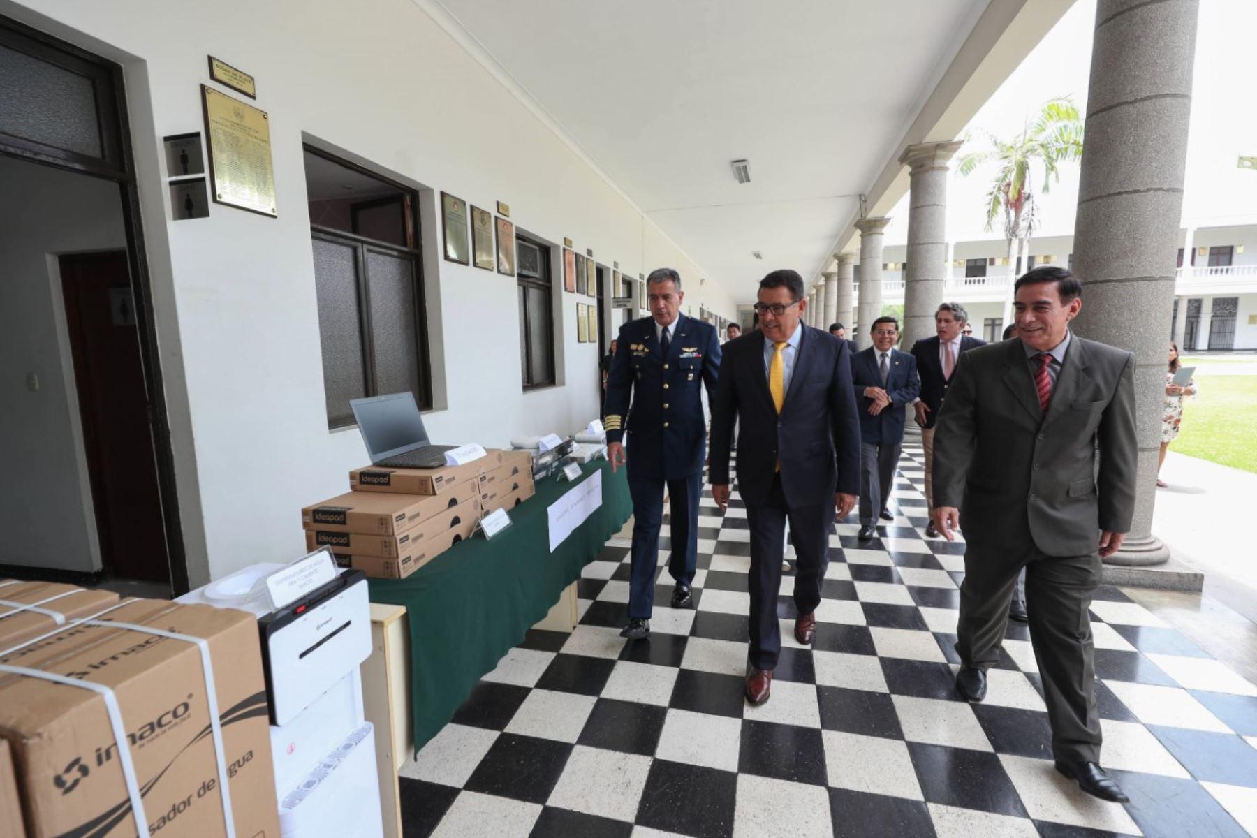 Ministerio de Defensa entregó equipamiento al CAEN para optimizar servicios académicos. Foto: ANDINA/Difusión.