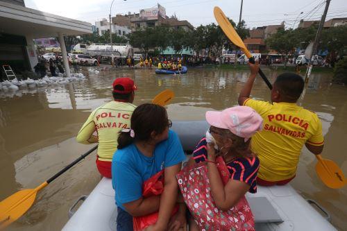 Distrito de San Juan de Lurigancho, colapso de una tubería que inundó diversas calles y viviendas con aguas servidas