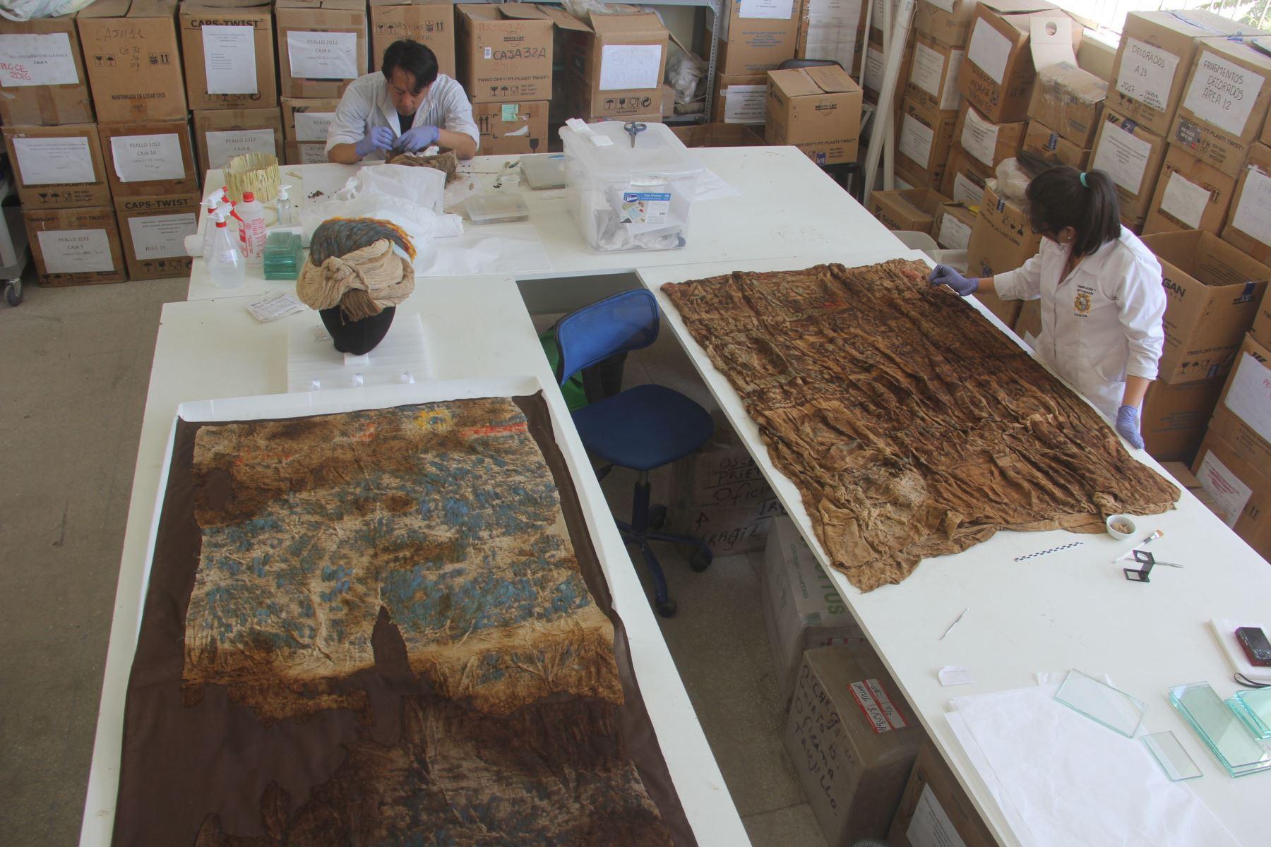 Esta es la primera vez que se hallan textiles junto a contextos funerarios, afirman investigadores que hicieron descubrimiento. ANDINA/Luis Puell