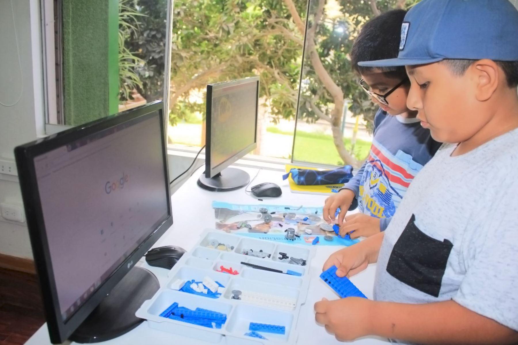 Talleres de Verano de MML ya empezaron. La novedad de este año es el curso dirigido a niñas y niños que quieran ser youtubers.