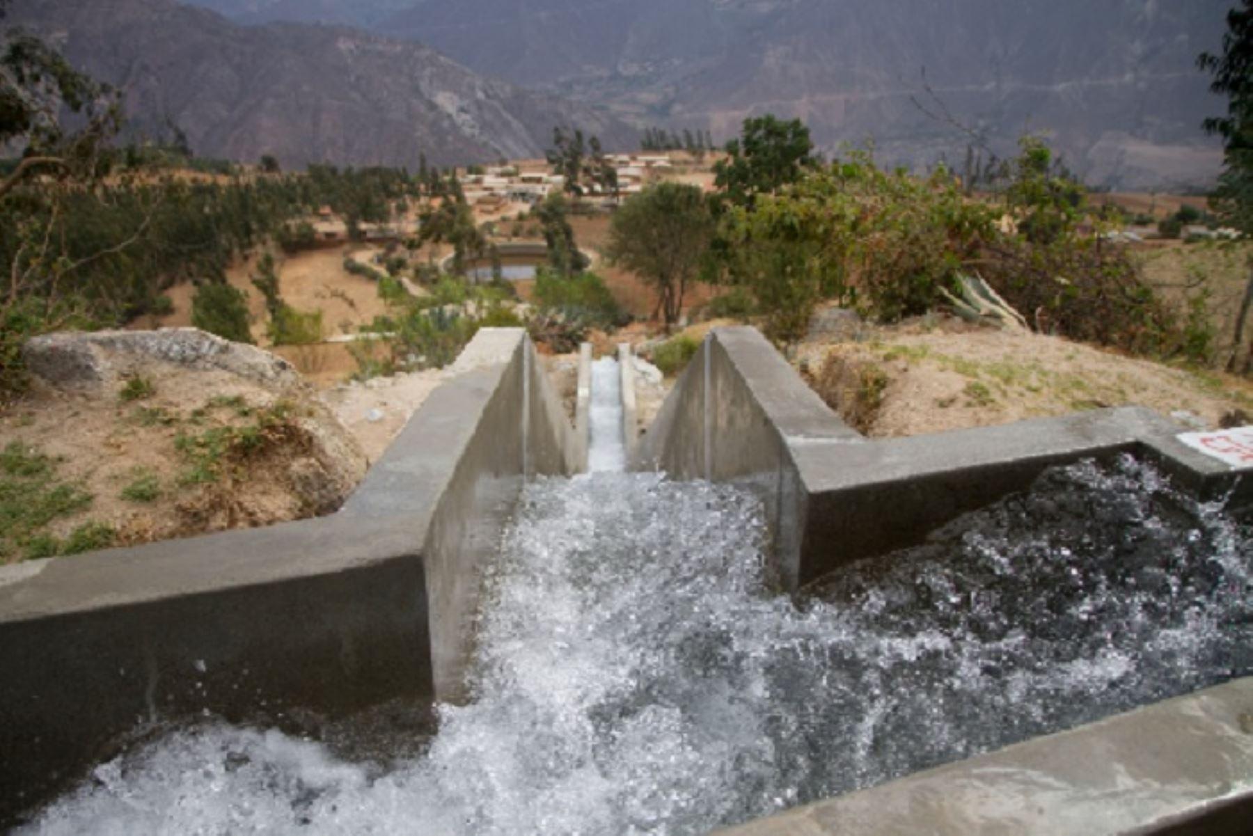 Minagri expone avances en mejora de infraestructura de riego en Piura y Tumbes.