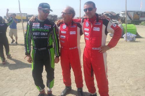 Nicolás Fuchs conversa con Fernando Ferrand del Busto y Fernando Ferrand Malatesta, al final de la carrera. Foto: Juan Carlos Cruzado/Andina.
