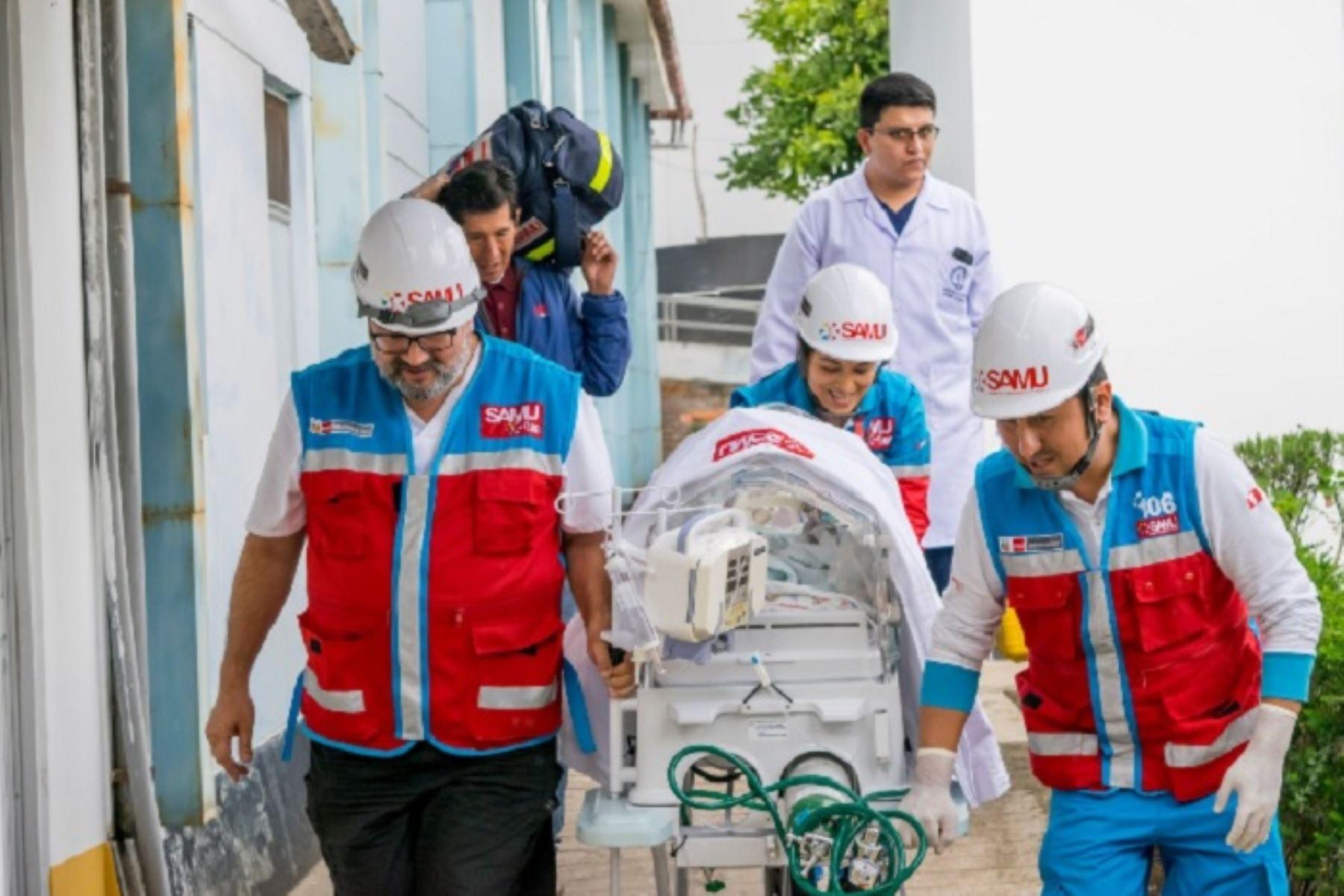 Especialistas del Sistema de Atención Móvil de Urgencias (Samu) del Ministerio de Salud (Minsa) trasladaron, vía aérea, a un bebé prematuro desde la provincia de Andahuaylas, región Apurímac, a Lima, debido a que presentaba complicaciones severas a su salud.