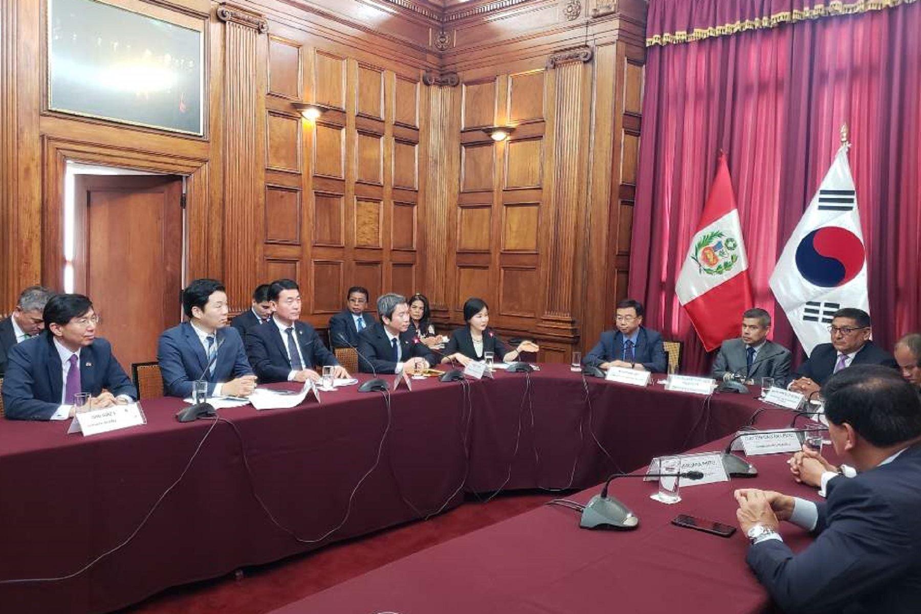 Delegación coreana visita el Congreso de la República. Foto: Cortesía.